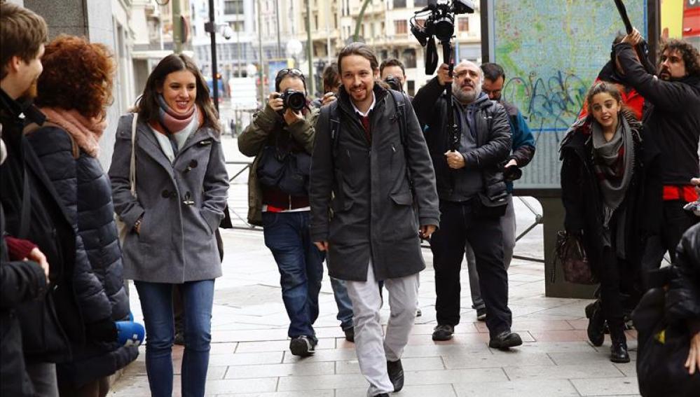 El líder de Podemos, Pablo Iglesias, a su llegada a la sede del partido en Madrid