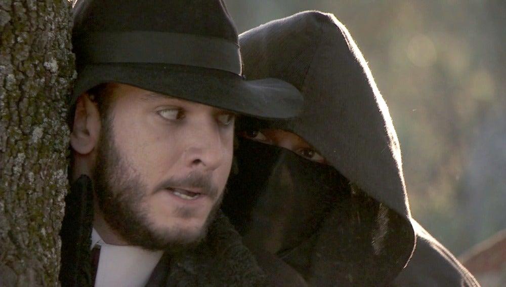 Carmelo asalta a Eliseo para que se vaya de Puente Viejo