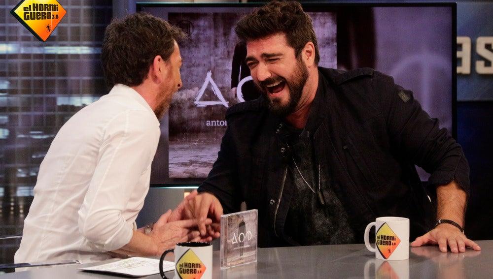 """Antonio Orozco: """"Mi hijo me ayuda a elegir canciones"""""""
