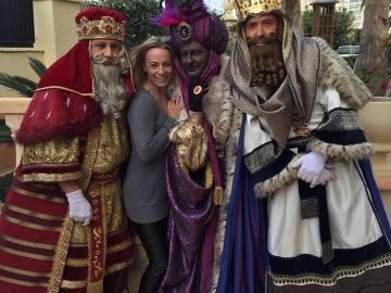 Sonia Castedo posa junto a los Reyes Magos