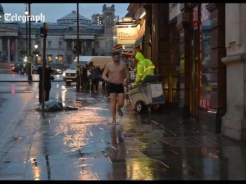 Dan Hodges corriendo en calzoncillos por Londres