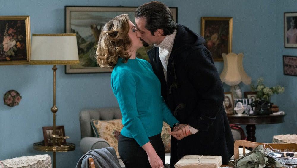 Lucas y Leonor se besan