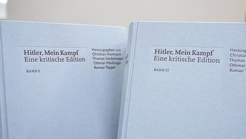 Los dos volúmenes de la reedición de 'Mein Kampf'