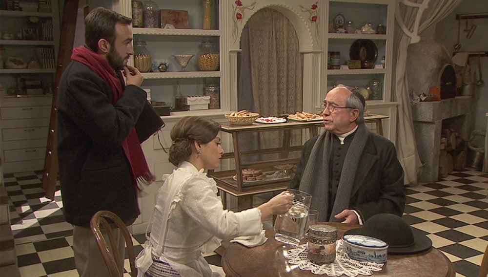 Candela convence a don Anselmo para que se mude con ella