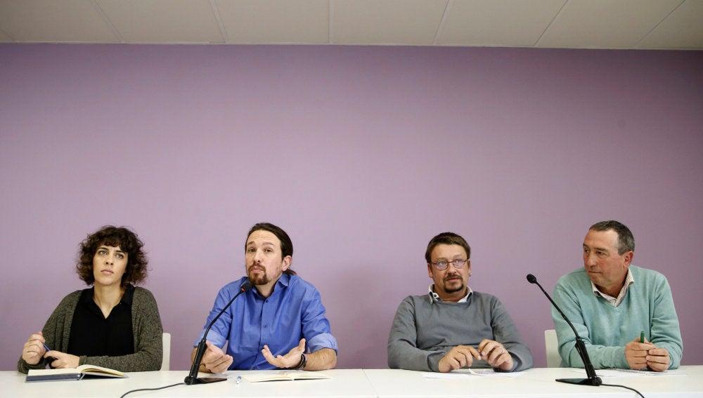 Iglesias con representantes de En Marea, En Comú Podem y Compromís Podemos