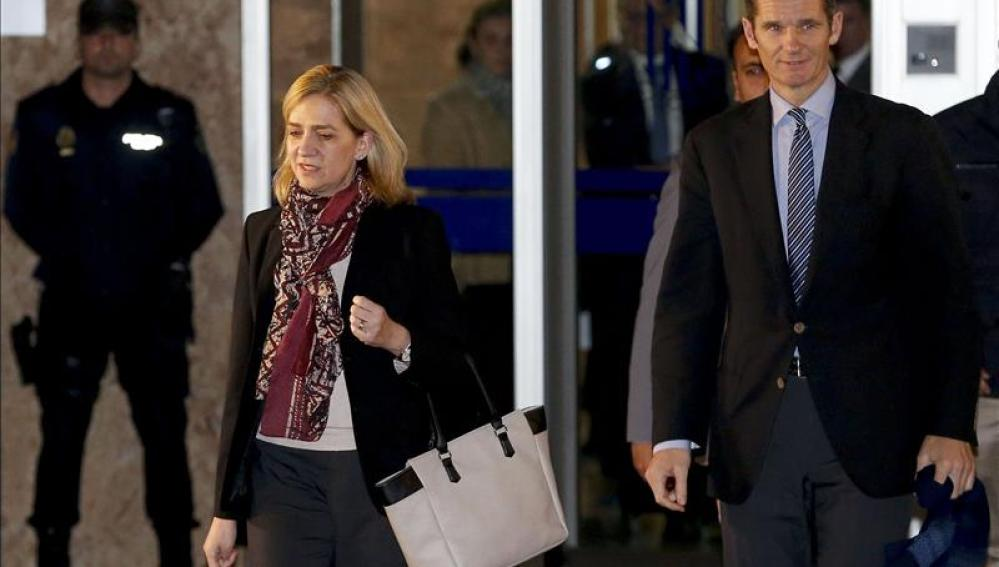 La Infanta Cristina e Iñaki Urdangarin a la salida de la primera jornada del juicio por el caso Nóos