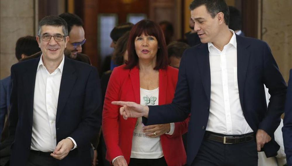 Pedro Sánchez, Micaela Navarro y Patxi López (PSOE)