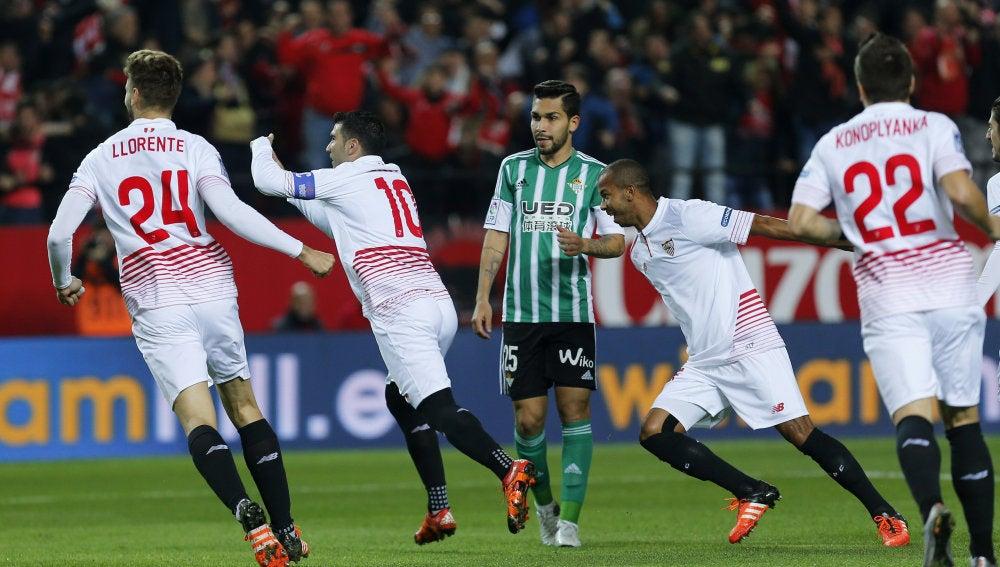Reyes celebra el 1-0 ante el Betis