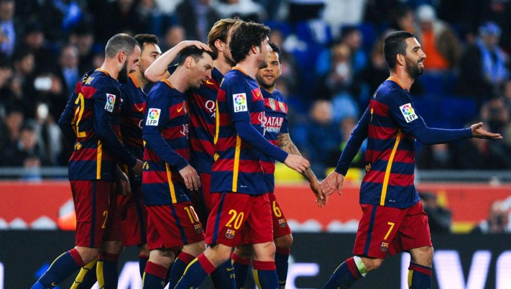 Munir y Messi celebran la acción del 0-1
