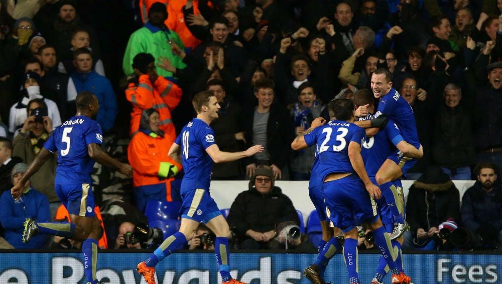Robert Huth celebra su gol ante el Tottenham