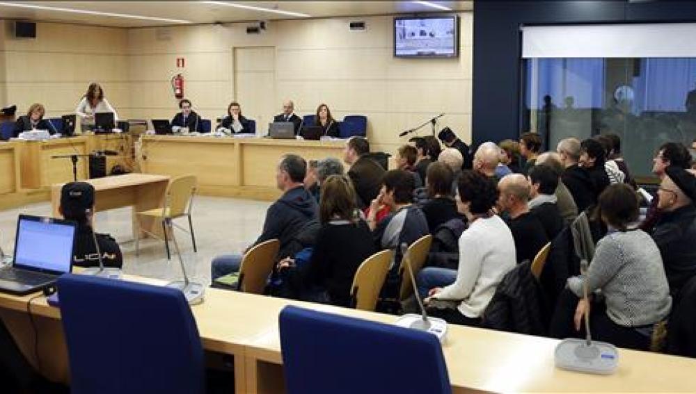 Los 35 miembros de la cúpula de la reconstruida Batasuna durante el juicio