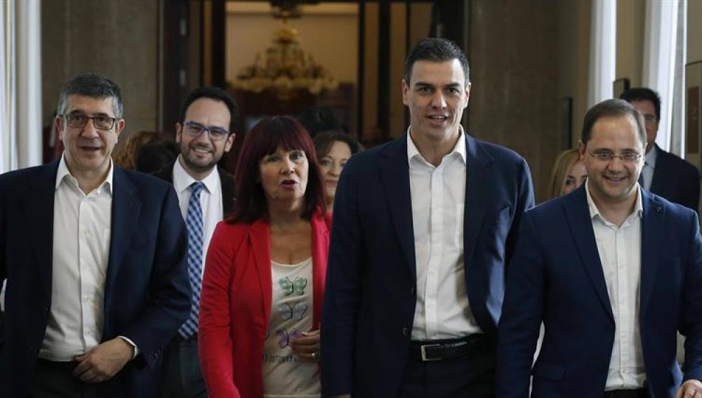 Patxi López y Pedro Sánchez llegan al Congreso