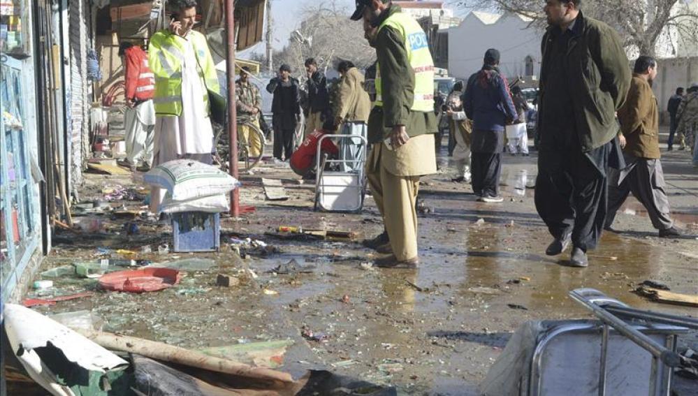 La policía inspecciona el lugar donde se ha producido una explosión en el oeste de Pakistán