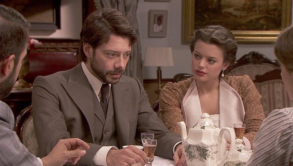 Lucas informa a sus amigos de la enfermedad de don Anselmo