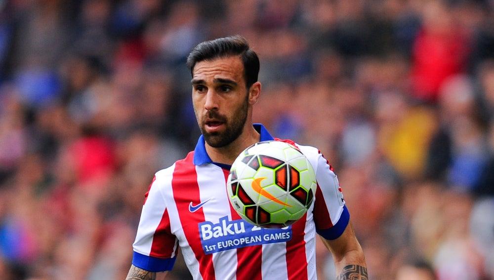 Jesús Gámez, controla el balón con tranquilidad en el partido de Liga ante el Espanyol