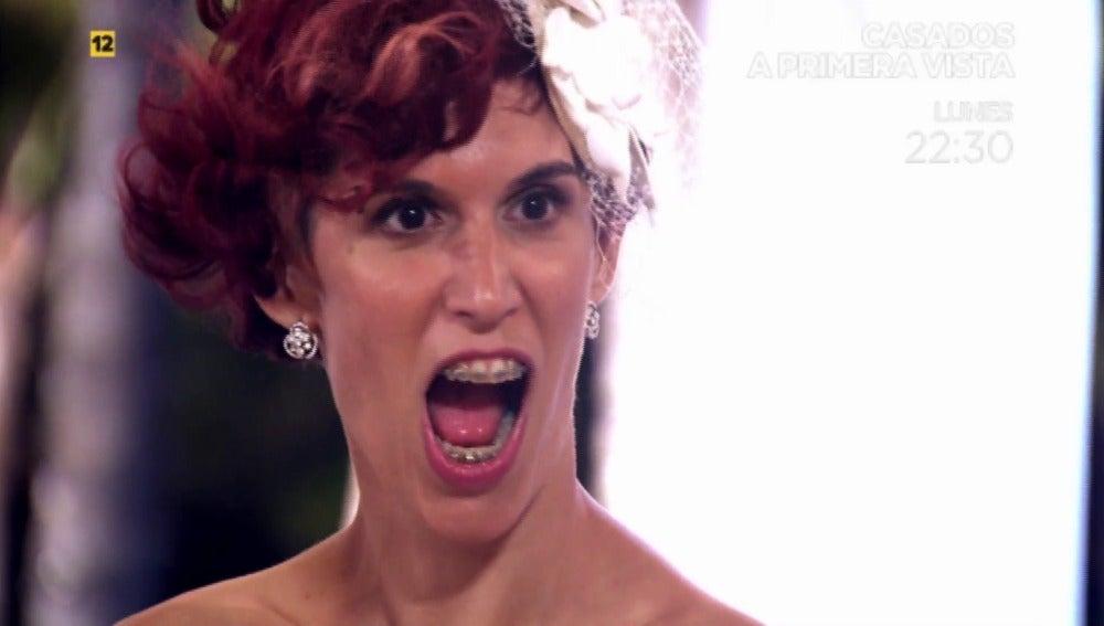 """Abucheada en su propia boda: """"Andrea es una sosa"""""""