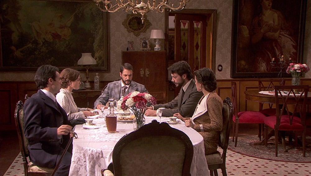 Los habitantes de la Quinta le explican a Lucas el plan para liberarse de Eliseo