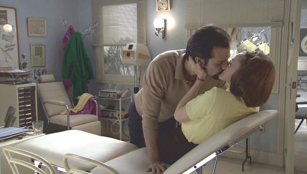 Lucas y Loli se besan