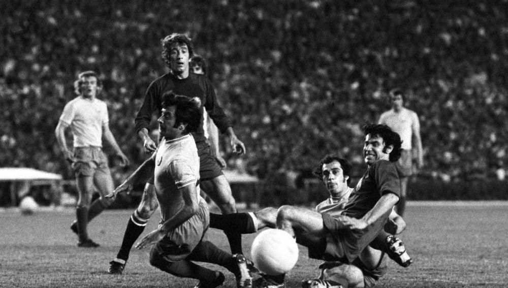 Manuel Velázquez, en un partido de la selección española