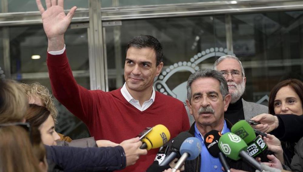 Pedro Sánchez, con Revilla
