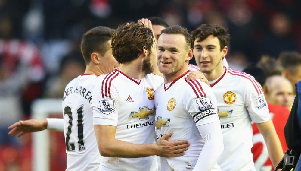 Rooney celebra un tanto del Man U