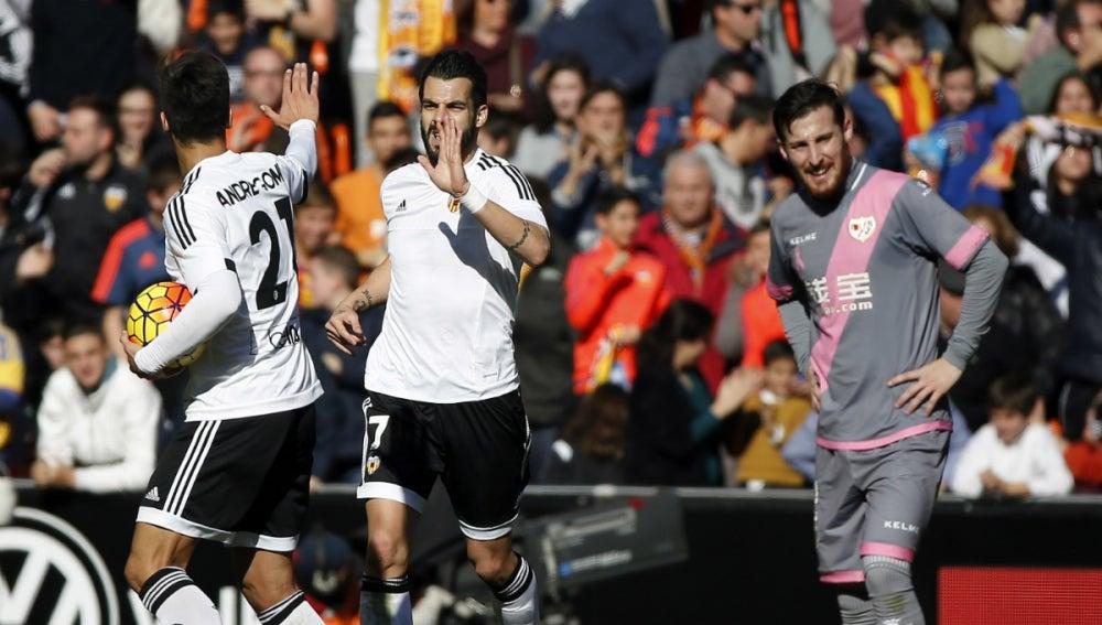 Negredo celebra su gol al Rayo