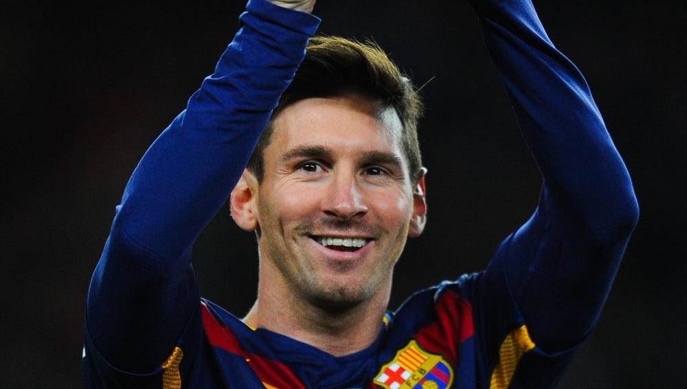 Leo Messi ofrece su quinto Balón de Oro al Camp Nou