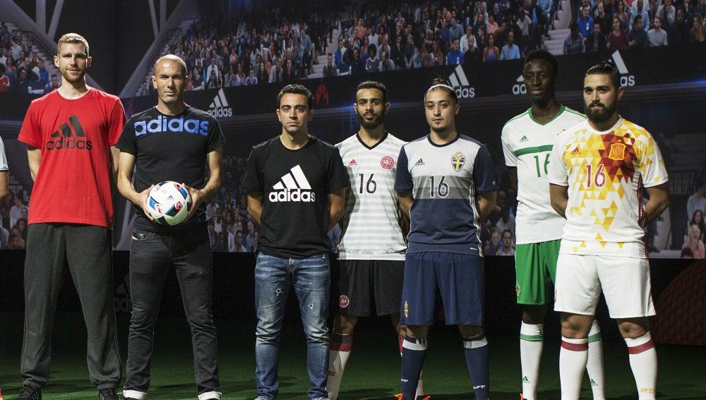 Zidane y Xavi, durante un acto de Adidas