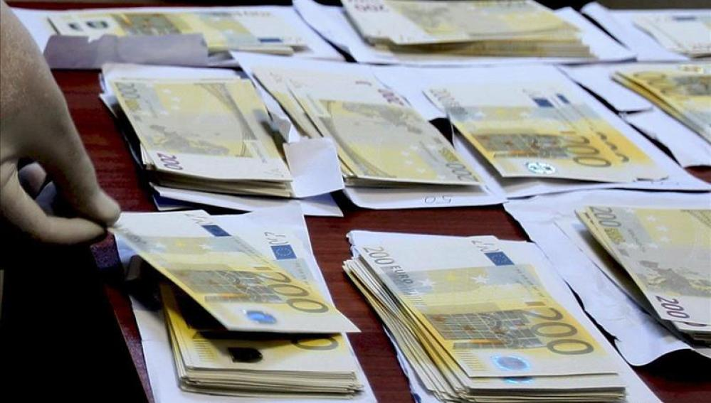 Billetes de 200 euros falsos