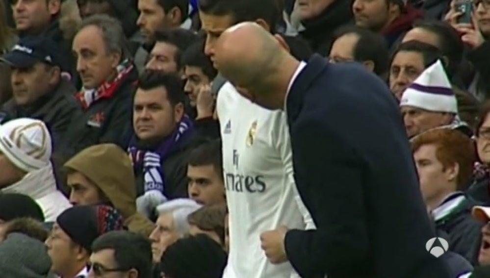 El mosqueo de Zidane con James