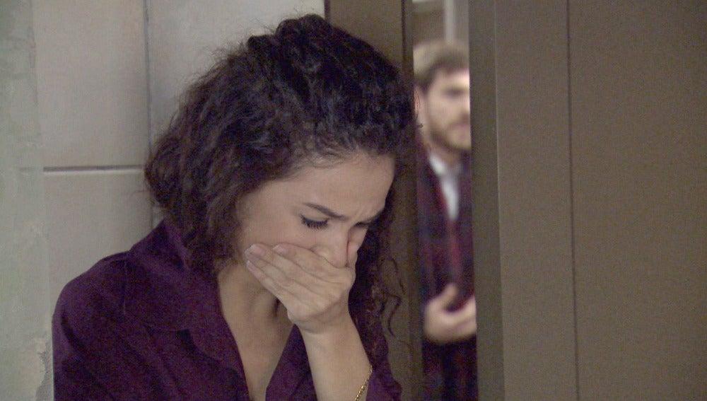 Carmen descubre que es su madre la mujer de la que Toni está enamorado