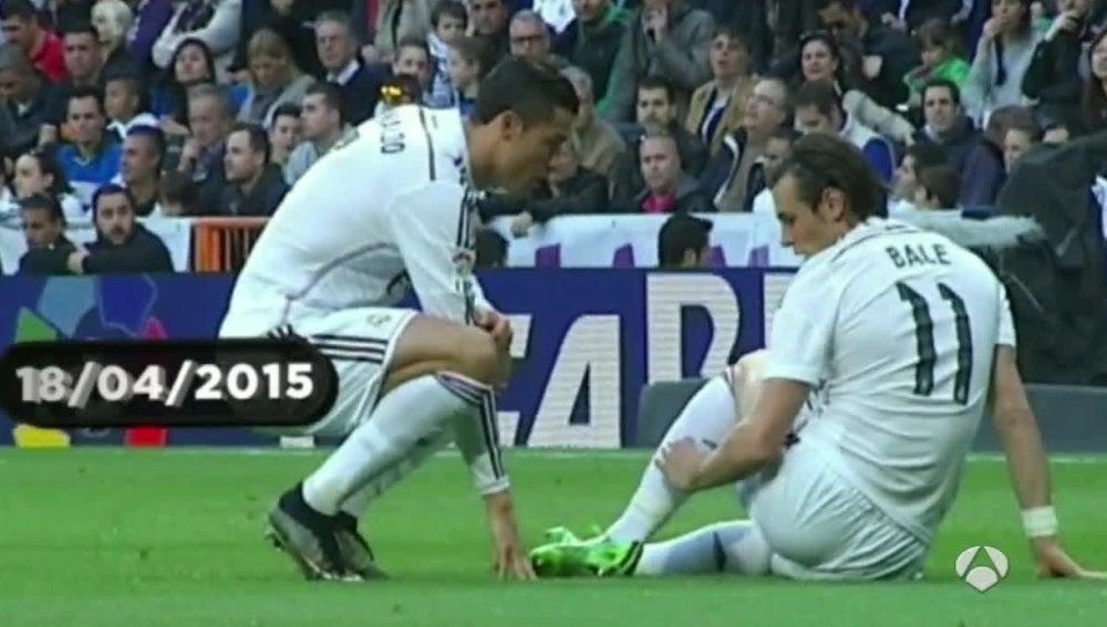 Gareth Bale se lleva la mano al sóleo izquierdo
