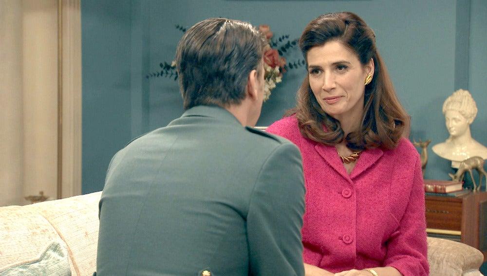 Tomás le propone a Adela reanudar su vida matrimonial