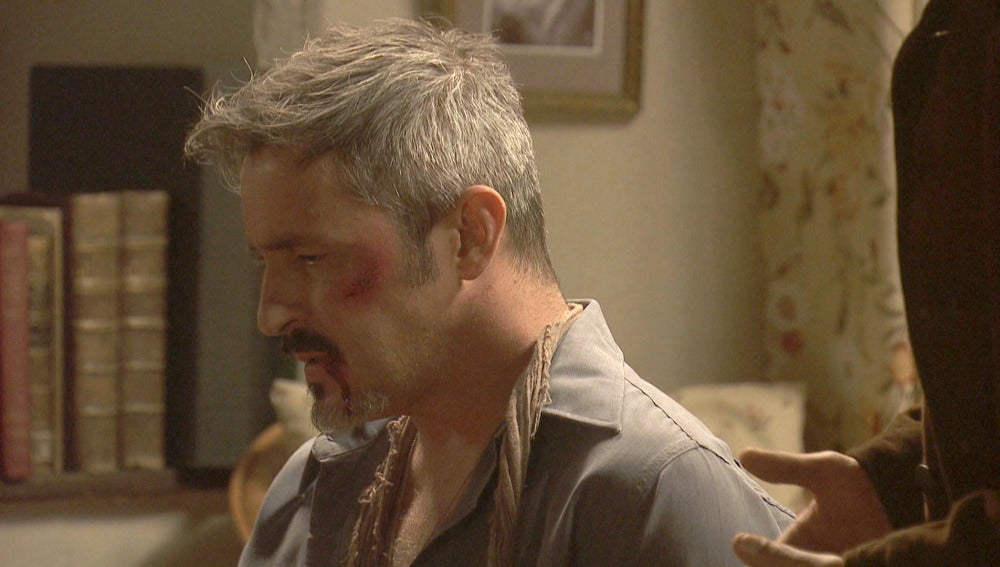 Ramiro cura a su hermano a escondidasRamiro cura a su hermano a escondidasRamiro cura a su hermano a escondidas