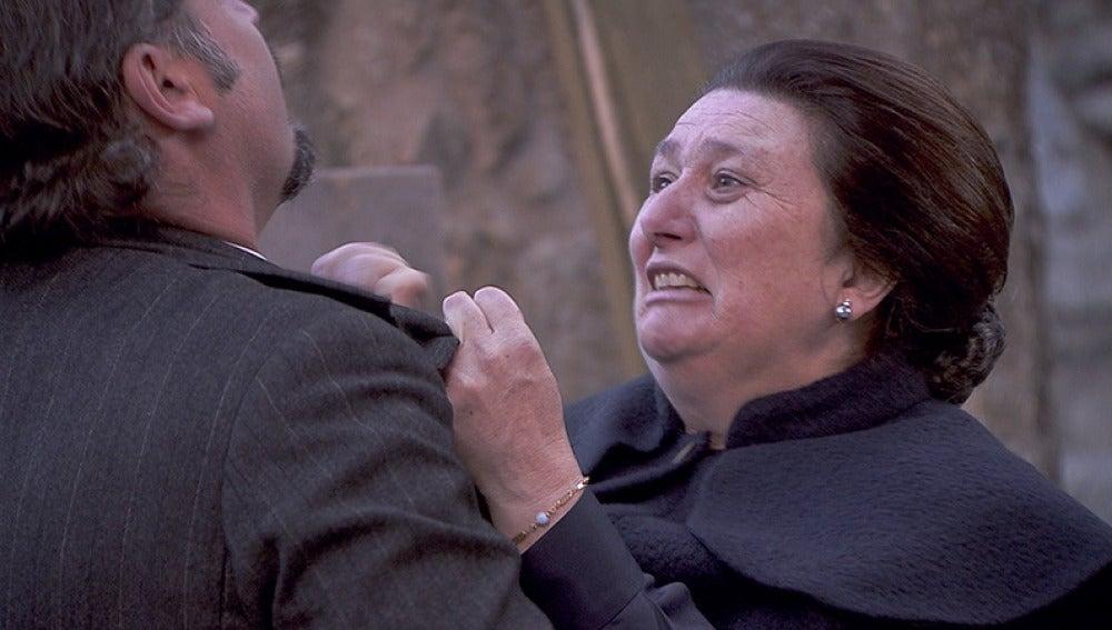 Rosario es gravemente herida al tratar de salvar a Alfonso
