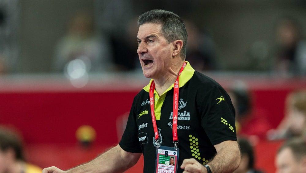 Manolo Cadenas celebra la victoria de España ante Suecia