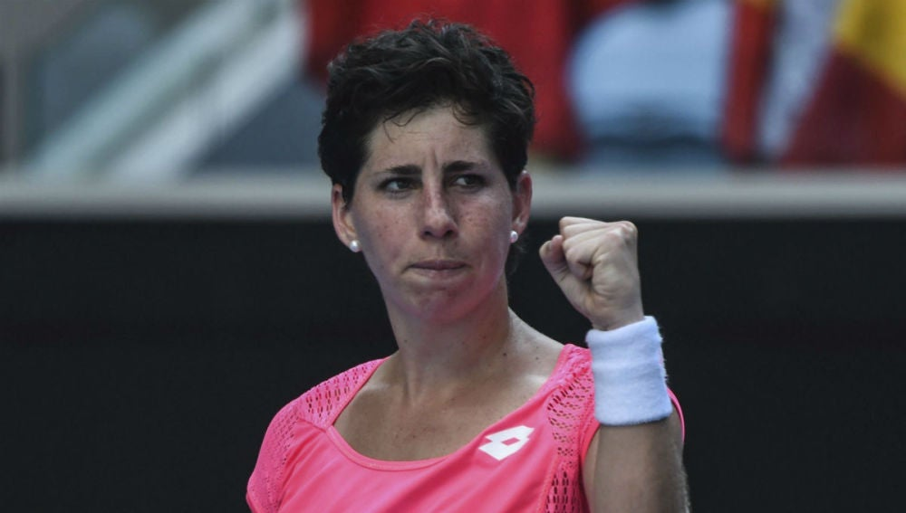 Carla Suárez celebra un punto ante Maria Sakkari