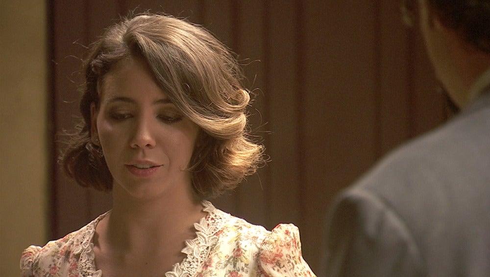 César propone a Emilia que se vaya con él a Málaga