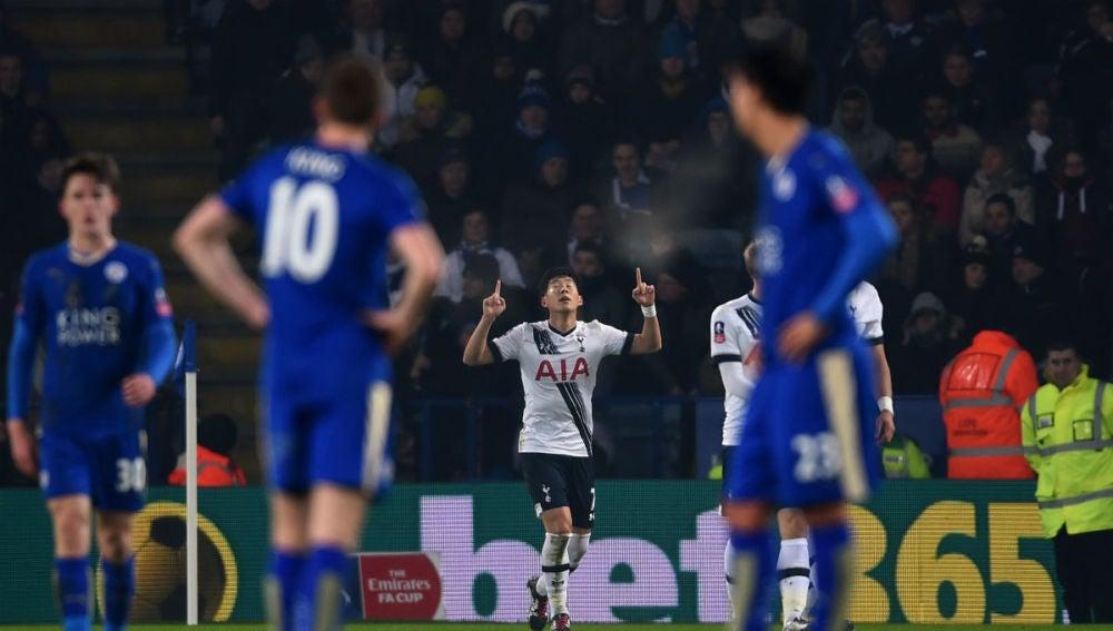Son Heung-Min celebra un gol ante el Leicester