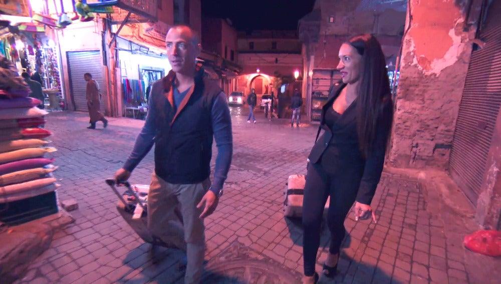 Sabrina y Jonathan atemorizados en Marrakech