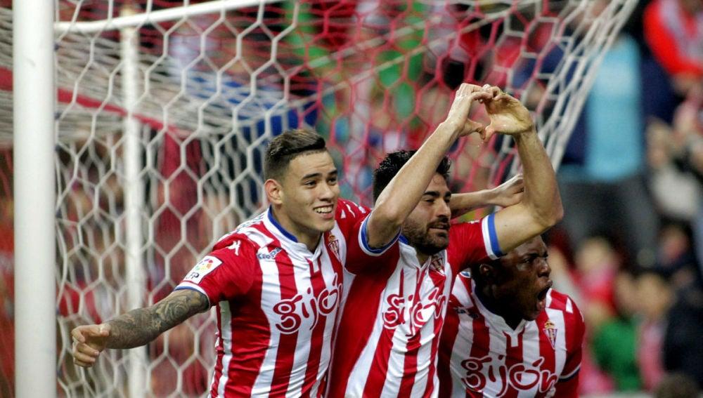 Sanabria, Carmona y Ndi celebran un gol