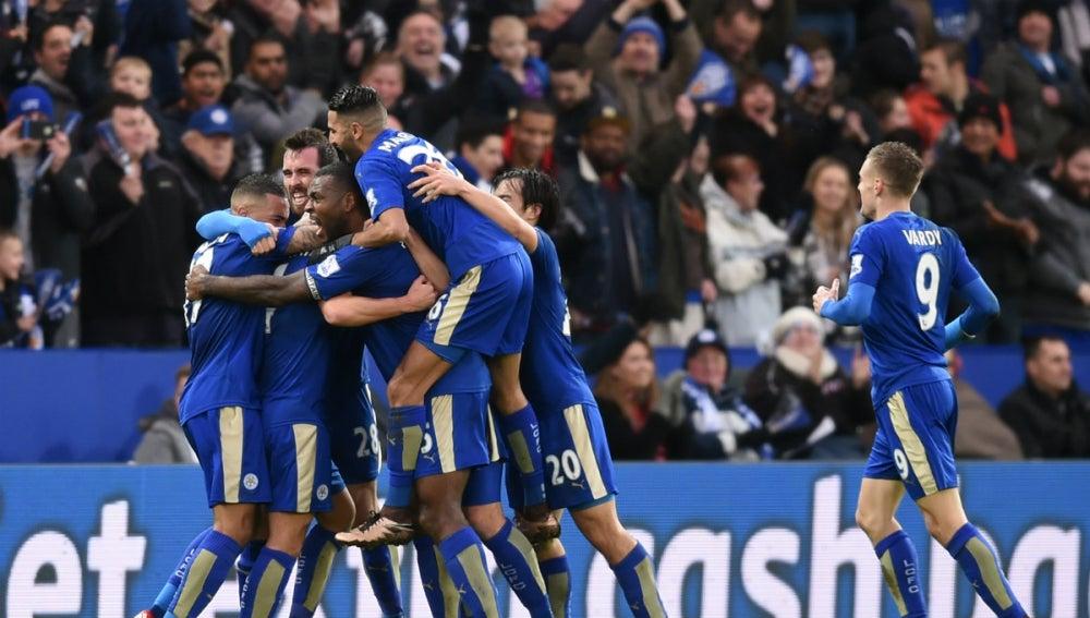 El Leicester City celebra un gol