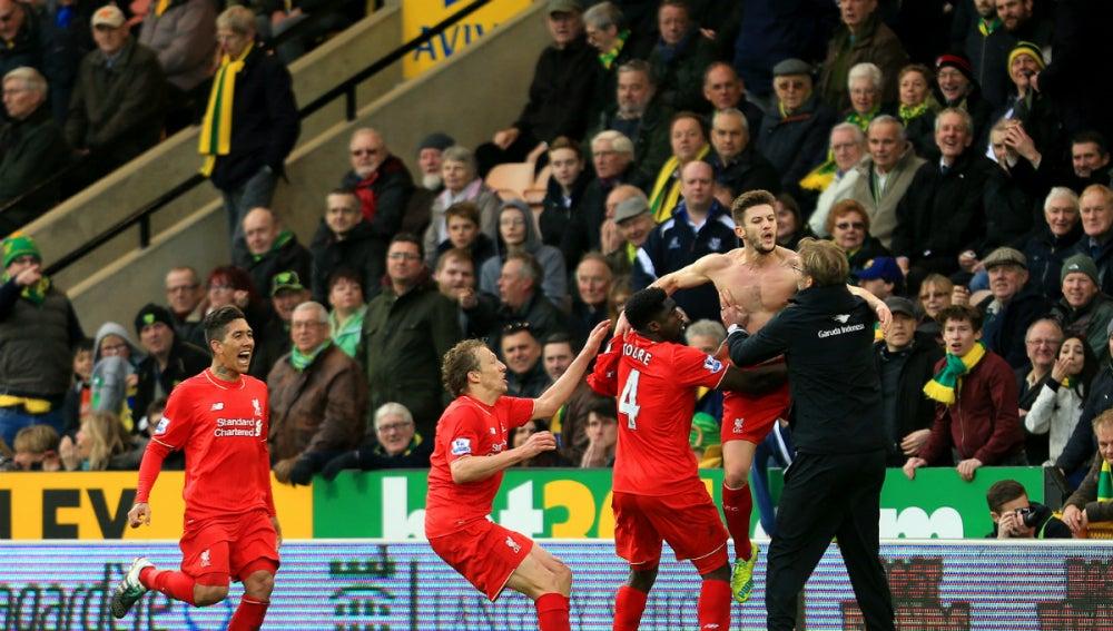 El Liverpool celebra un gol en la banda