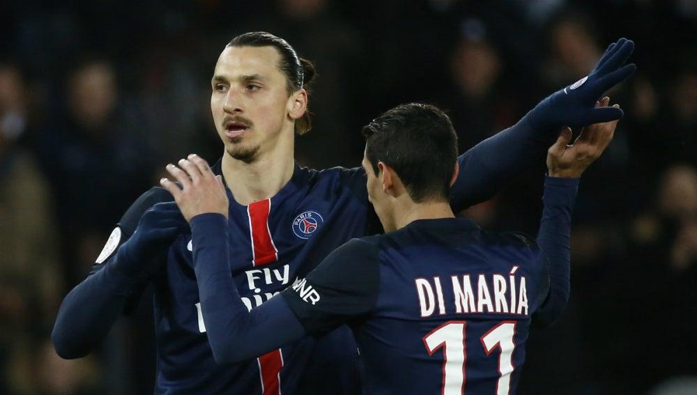 Ibrahimovic se abraza a Di María