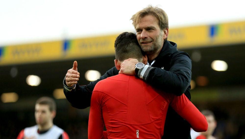 Klopp celebra, sin su gafas, la victoria ante el Norwich