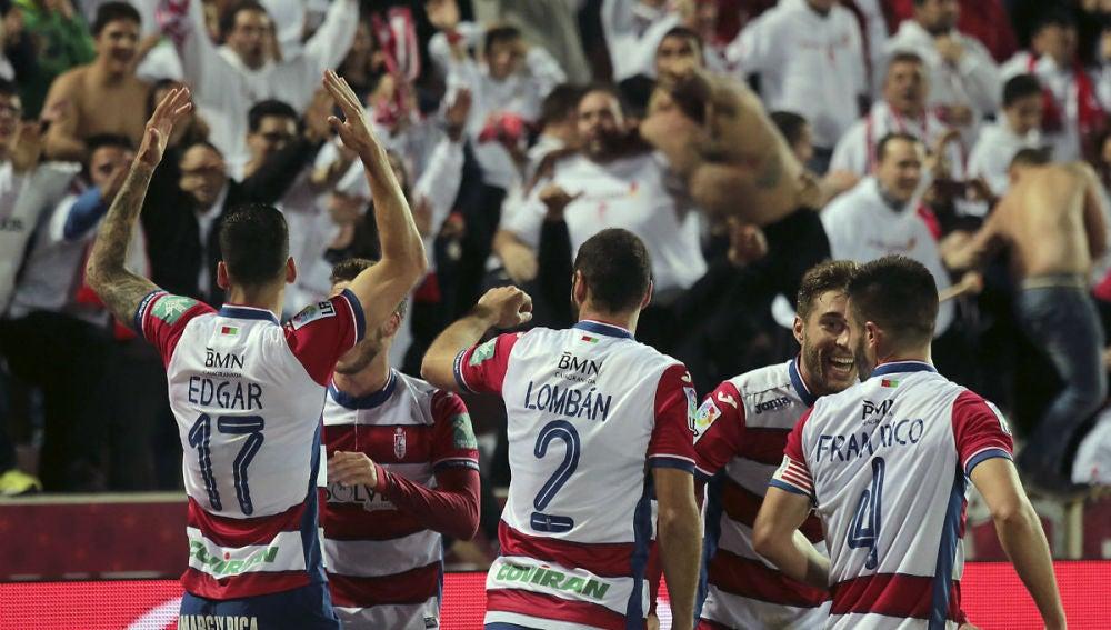 Los jugadores del Granada celebran un gol ante el Getafe