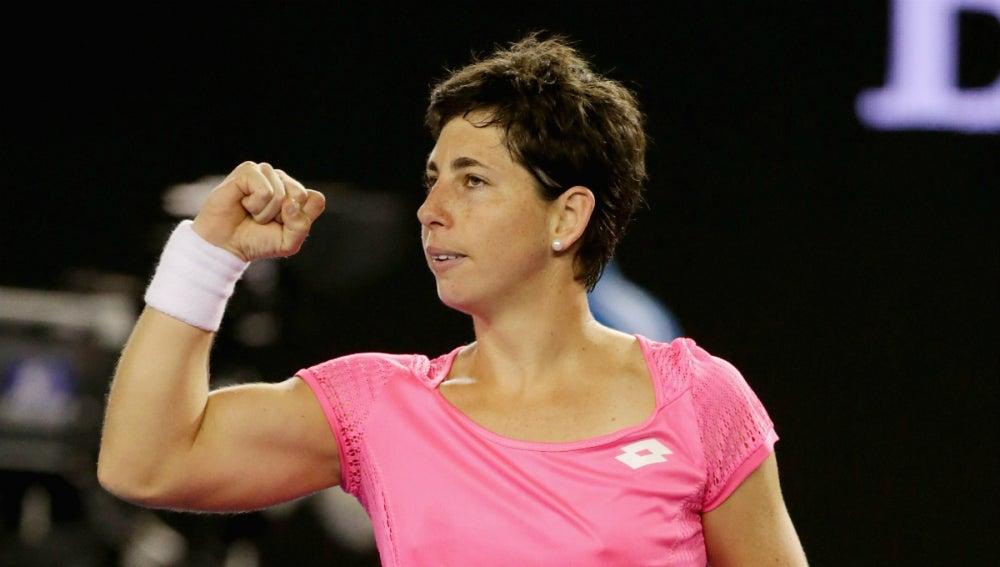 Carla Suárez, con el puño en alto