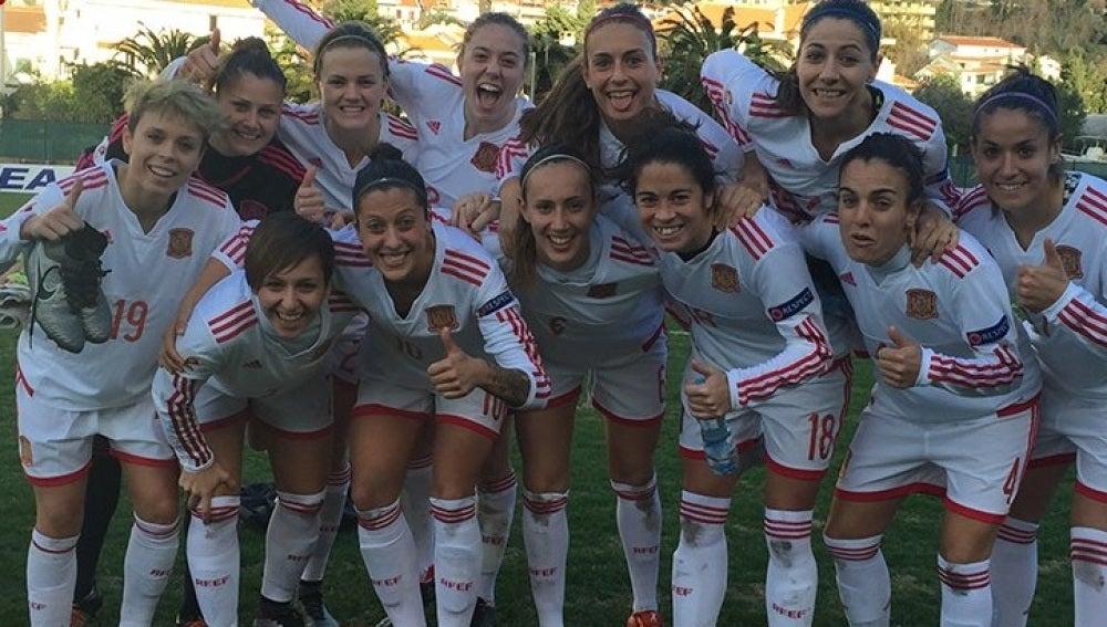 Selección femenina de fútbol tras batir a Montenegro