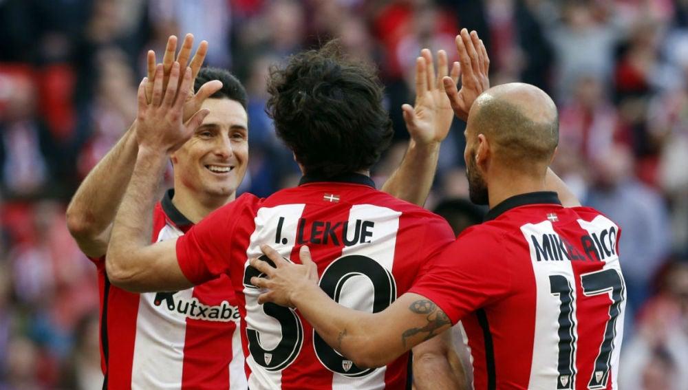 Aduriz celebra un gol ante el Eibar