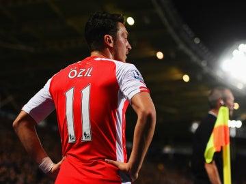Mesut Özil, durante un partido con el Arsenal